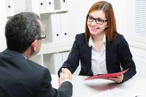 Universitarios en busca de empleo